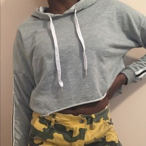 Tops - 👑 Urban Planet gray cropped hoodie